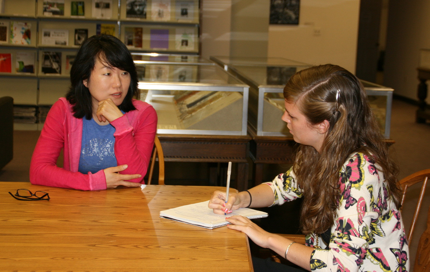 JuYeon Kim and Ginny DeLacey chat about Kim's art in NMWA's library.