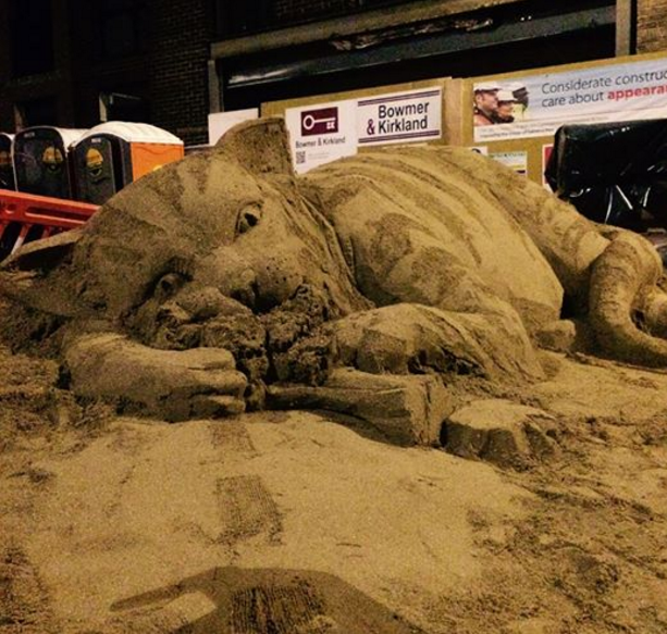 2016-03-18 14_36_11-Sand Sculptor Transforms Construction Site into Anti-Gentrification Cat Art