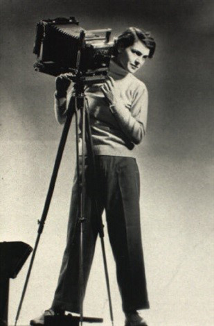 Margaret Bourke-White, Self Portrait with Camera, ca. 1933; Gelatin silver print; National Museum of Women in the Arts, Gift of the collection of Susie Tompkins Buell