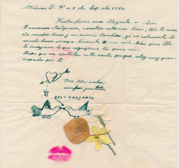 A brief note, handwritten in Spanish in green ink on yellowed paper, dated September 9, 1940. Beneath the closing, drawings of two hearts connected by an arrow and two birds beak to beak, along with two collaged flowers and a leaf, and a bright pink lipstick imprint.