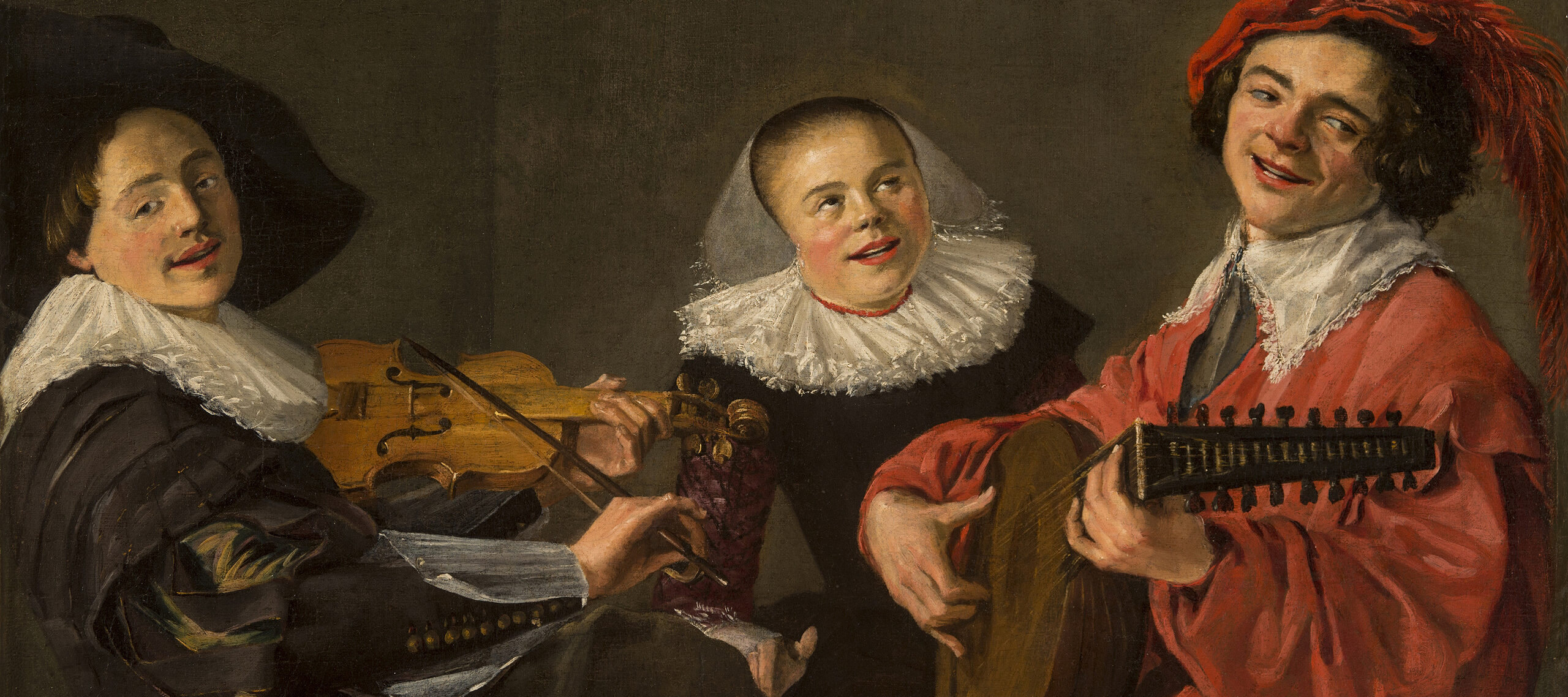Painting of a trio of smiling musicians. On the left, a man wears a large black hat and plays the violin. On the right sits a man in orange wearing a feathered hat and playing the mandolin. In the center sits a woman dressed in black, opening her mouth in song.
