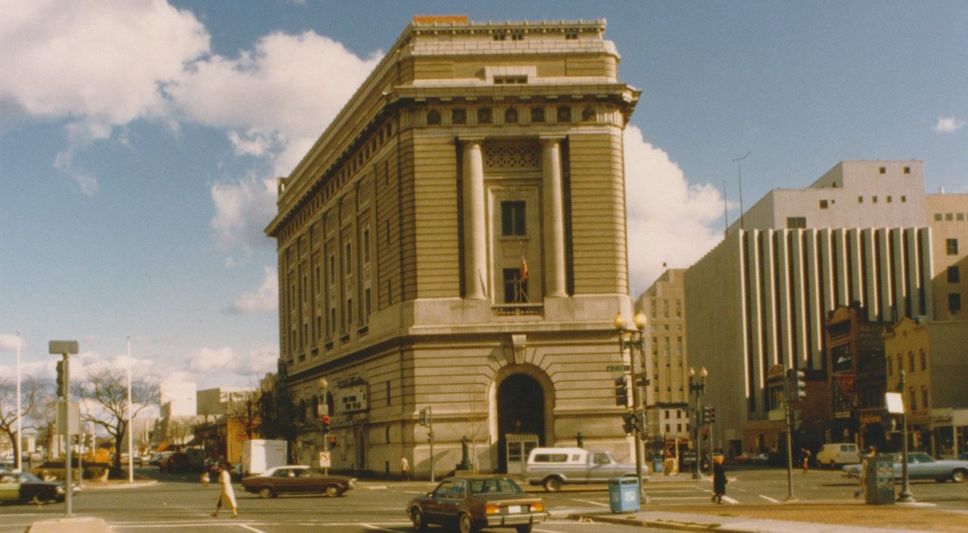Old color, front-facing photograph of the museum exterior from 1984.